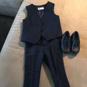 Dress suit for a boy. Age: 5 years old
